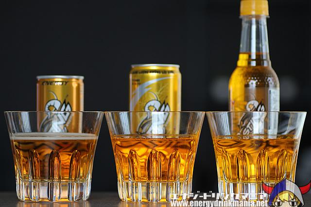 各国STINGエナジードリンクの飲み比べ写真
